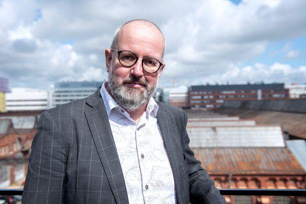 Tommi Parkkosen uutuusohjelma starttaa perjantaina AlfaTV:llä.