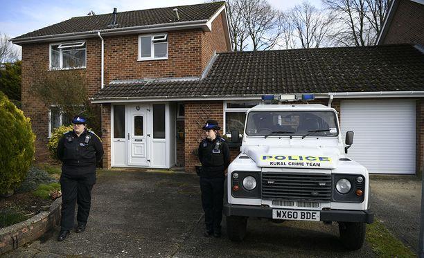 Skripalit altistuivat poliisin mukaan hemromyrkylle kotiovellaan.
