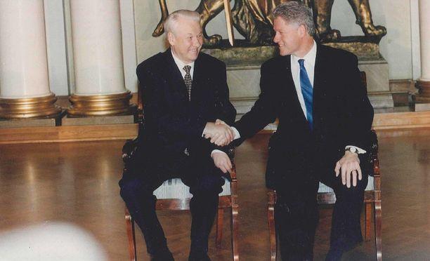 Venäjän presidentti Boris Jeltsin ja Yhdysvaltain presidentti Bill Clinton tapasivat Helsingissä vuonna 1997.