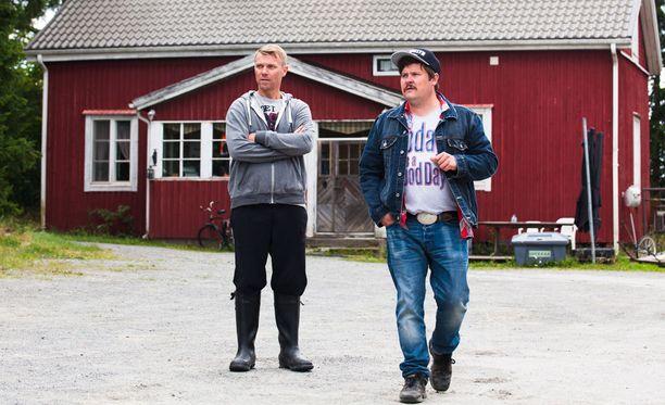 Anssia esittää Esa Latva-Äijö ja Jaskaa Janne Kataja.