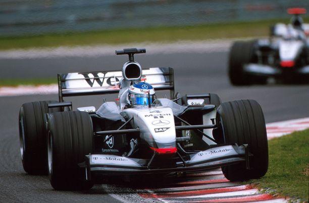 Kimi Räikkönen esitti rohkeuttaan F1-väelle jo lähes 20 vuotta sitten.