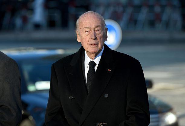 Valéry Giscard d'Estaing Helmut Schmidtin hautajaisissa vuonna 2015.