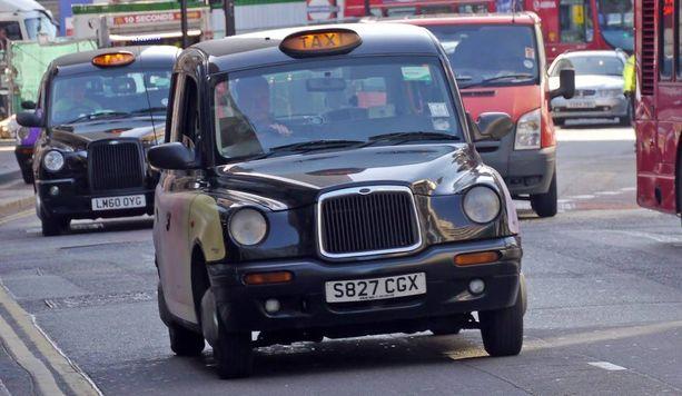 Entäpä jos Lontoosta tuotaisiin museoautoikäisiä takseja Suomeen.