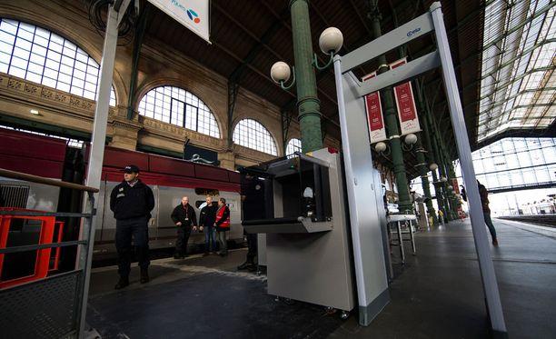 Osa työntekijöistä jäi kotiin Pariisin terrori-iskujen aikana.