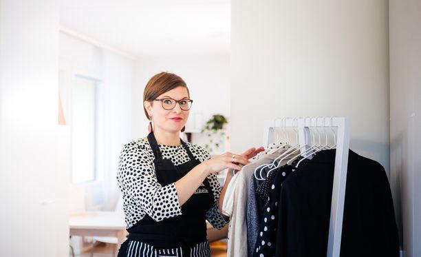 -Asumisen trendi on menossa siihen, että ihmiset eivät halua käyttää aikaa tavaranhallintaan vaan muuhun elämiseen, sanoo ammattijärjestäjä Ilana Aalto.