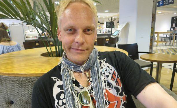 Reilu kuukausi sitten Antti palasi takaisin Suomeen ja haluaa aloittaa nyt alusta.