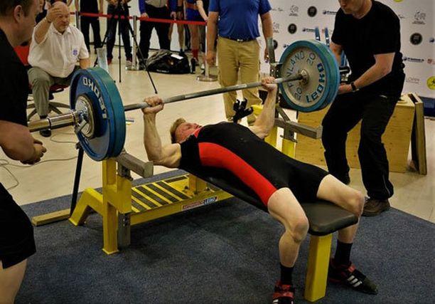 Artturi Verhon penkkiennätys on 120 kiloa.
