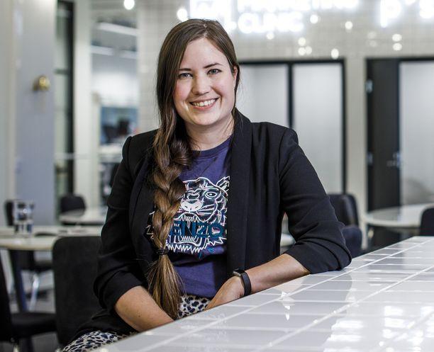 Helene Auramo on yksi vuosittaisen teknologia- ja kasvuyritystapahtuma Slushin perustajista. Hän toimii digitaalisen viestintätoimiston johtajana.