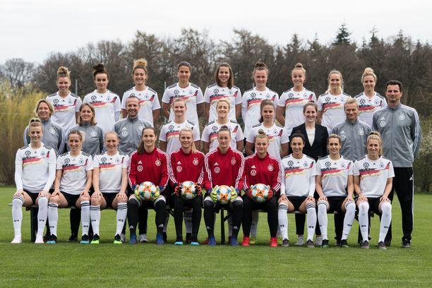 Saksan naisten jalkapallomaajoukkue tehtaili melkoisen mainosvideon MM-kisojen alla.