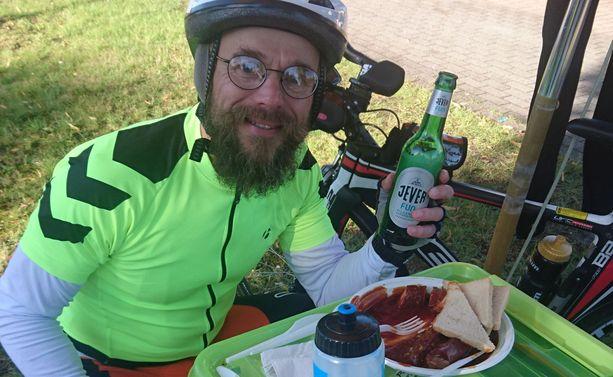 Currywurst ja alkoholiton olut ravitsivat Forsellia hurjan pyöräilymatkan aikana.