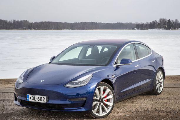 Useat Tesla 3-auton omistajat ympäri maailmaa ovat kertoneet huonolaatuisesta maalipinnasta.