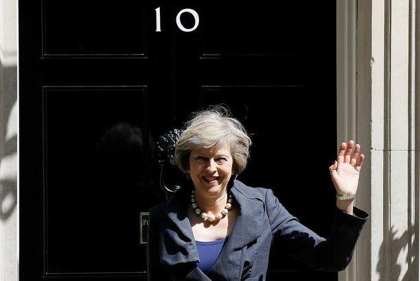 Theresa Maysta tulee pian Downing Street 10:n pomo.