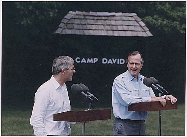 Britannian pääministeri John Major ja Yhdysvaltain presidentti George H.W.Bush vuonna 1992. Maat eivät pitäneet Ranskan ajamasta Euroopan puolustusunionista. Majorin hallitus tyrkytti Suomelle vastavetona Naton jäsenyyttä keskusteluissa, joita Suomen edustajat kävivät brittihallituksen kanssa keväällä ja kesällä 1992.