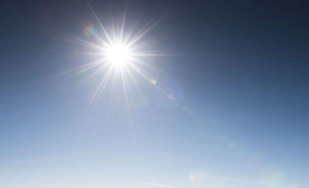 Sunnuntaina oli kesäsää monin paikoin - kovat helteet jäivät kuitenkin kokematta.