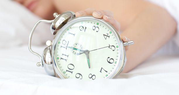 Euroopan komissio ehdottaa, että kaksi kertaa vuodessa tapahtuvasta kellonajan siirrosta luovutaan kaikkialla Euroopan unionissa jo ensi vuonna.