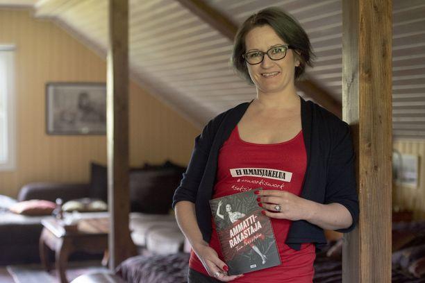 Forsström kirjoitti seksityöläisen arjesta Ammattirakastaja-nimisen kirjan.