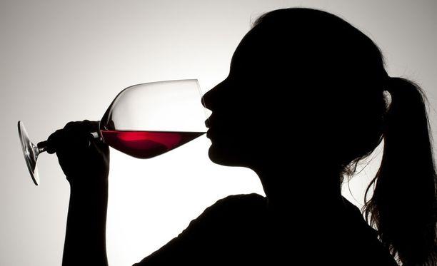 Yleensä lääkekuuri ei ole este yhden pienen viinilasillisen nauttimiselle, mutta siihen on monta poikkeusta.