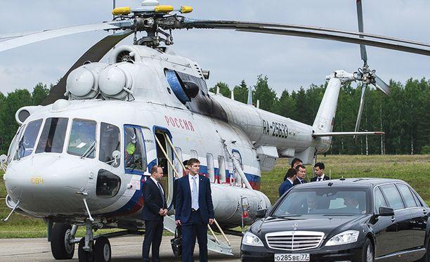 Oululainen Minna Timonen oli ihmeissään saatuaan 27. heinäkuuta sähköpostia poliisilta. Kun nainen avasi viestin, hän ei ollut uskoa silmiään; teksti oli poliisin sisäistä viestintää Suomen ilmatilaa lähestyvän Vladimir Putinin ja Suomen presidentin Sauli Niinistön tapaamiseen liittyvistä turvatoimista.