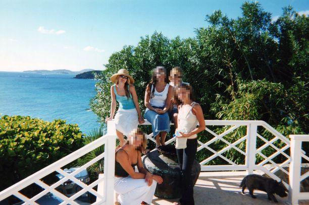 Saarelle kuljetettiin alaikäisiä tyttöjä Jeffrey Epsteinin yksityiskoneella.