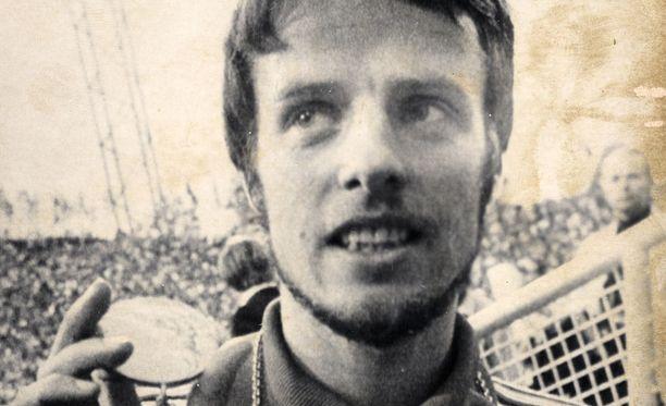 Lasse Virénin kuva koristi opetus- ja kulttuuriministerin mökin vessanseinää.