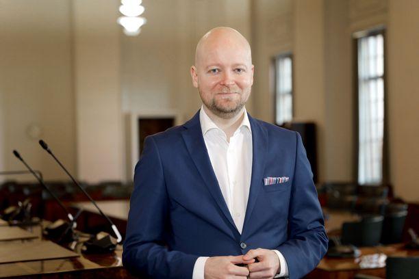 Jussi Saramo on ensimmäisen kauden kansanedustaja ja vasemmistoliiton varapuheenjohtaja.