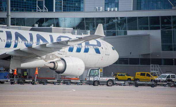 Finnair perui lakkojen vuoksi viime perjantaina satakunta lentoa. Vastaava määrä peruutuksia on luvassa myös tämän viikon perjantaina.