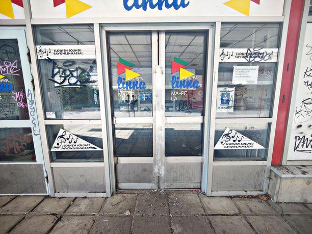 Savonlinnassa sijaitsevan Kauppalinnan ovet on hitsattu kiinni. Kuva on otettu lauantaina 28. elokuuta.