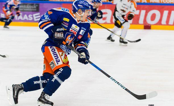 Jan-Mikael Järvinen syötti jopa läpiajosta.