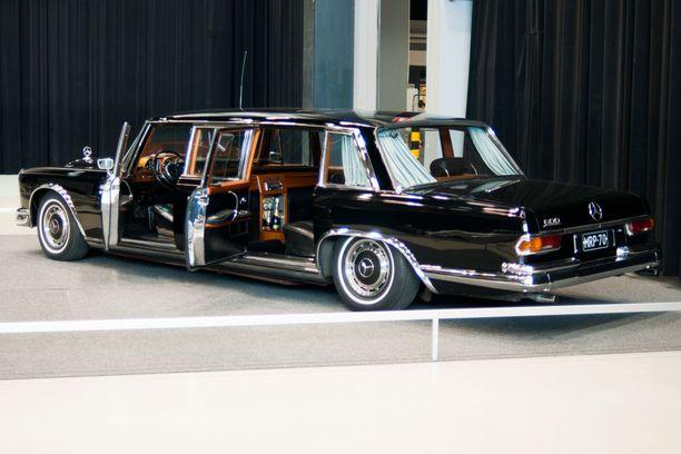 Mercedes-Benz 600 Pullmanin historian mustiin pisteisiin kuluu muun muassa se, että kansanmurhia aikoinaan toteuttanut Ugandan presidentti Idi Amin käytti autoa.
