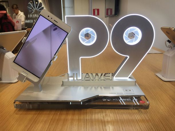 Monessa Huawein puhelimessa on tuplakamera, kuten myös P9:ssä.