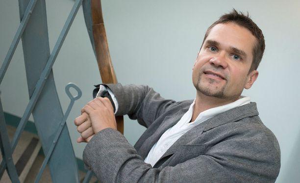 Ulkopoliittisen instituutin ohjelmajohtaja Mika Aaltola kehottaa Suomea varautumaan kyberhyökkäyksiin.