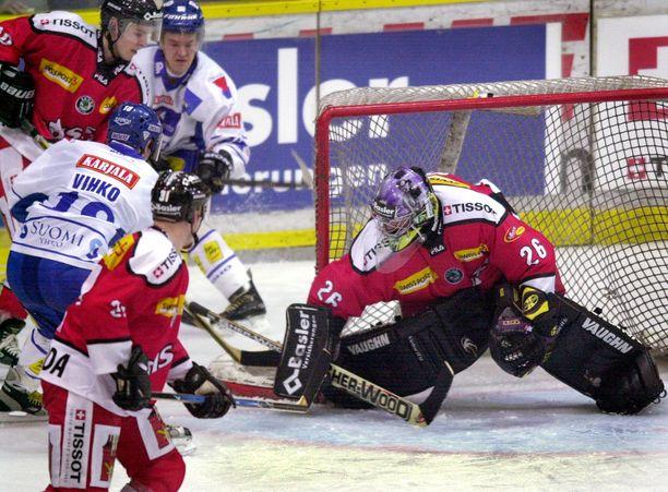 Kaudella 2002-03 Vihko pelasi kuusi ottelua Leijonissa.