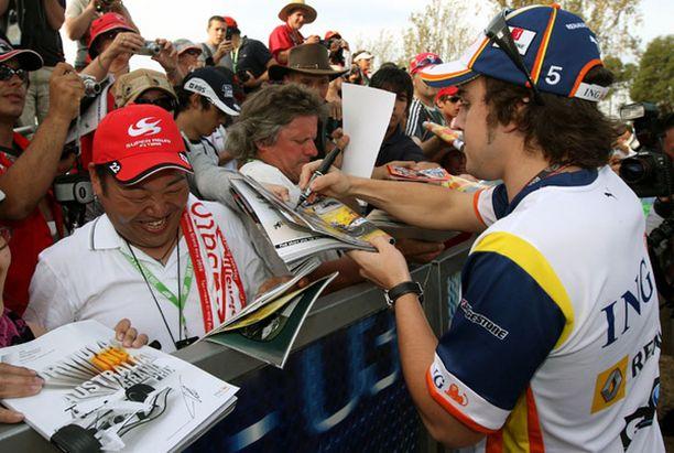 Fernando Alonson nimikirjoitus oli haluttu viikonloppuna Australiassa.