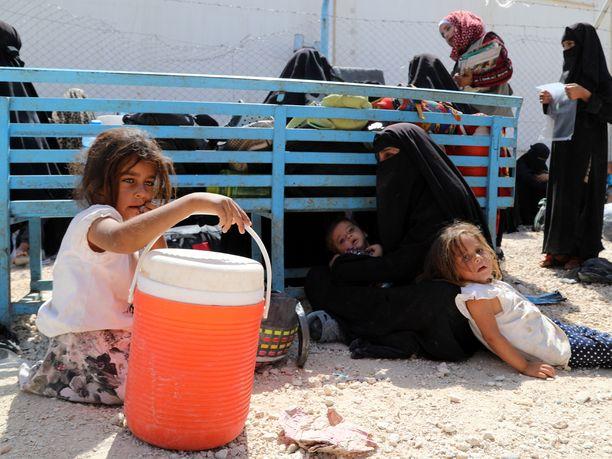 Al-Holin pakolaisleirillä on tiettävästi 10 suomalaista naista ja 30 heidän lastaan.