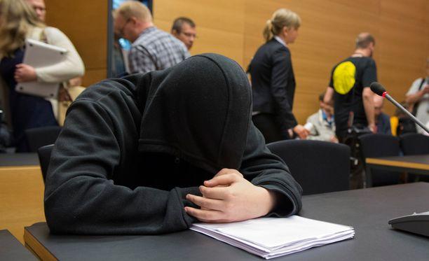 Poliisi sai estettyä iskun Helsingin yliopistolle. Kuva tapauksen oikeudenkäynnin alusta keväällä 2014.