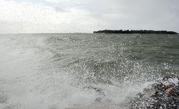 Ilmatieteen laitoksen mukaan kovaa tuulta on kaikilla Suomen merialueilla.