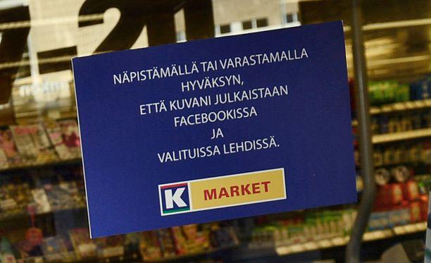 - Kyse on yksityisoikeudellisesta sopimuksesta. Jos joku pöllii kaupasta, niin hän samalla hyväksyy, että kuva voidaan julkaista, kauppias Saku Kytölä kertoo.