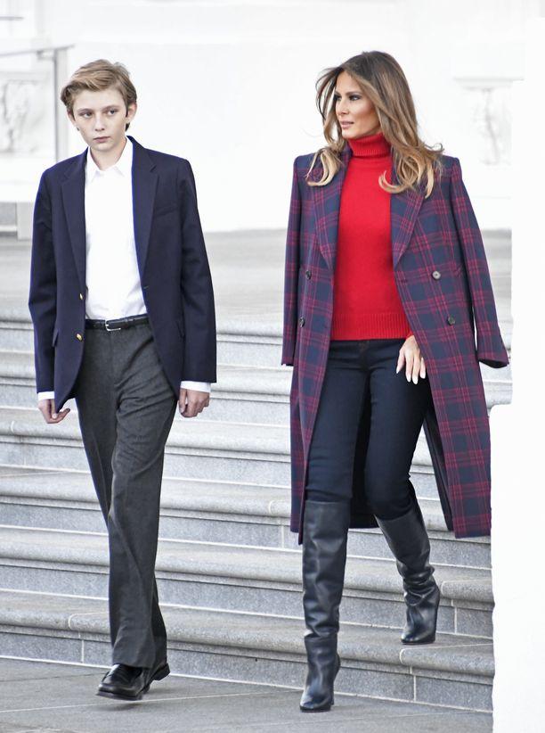Barron ja Melania Trump Valkoisessa talossa marraskuussa 2017.