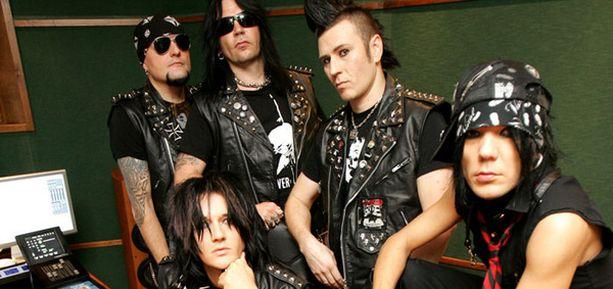 Bändin tuleva levy kantaa nimeä Black In Blood.