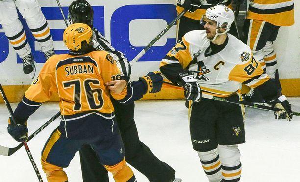 Nashville Predatorsin puolustaja P.K. Subbanin ja Pittsburgh Penguinsin hyökkääjä Sidney Crosbyn kolmannessa Stanley Cup -finaalissa alkanut kinastelu sai jatkoa neljännen loppuottelun alla.
