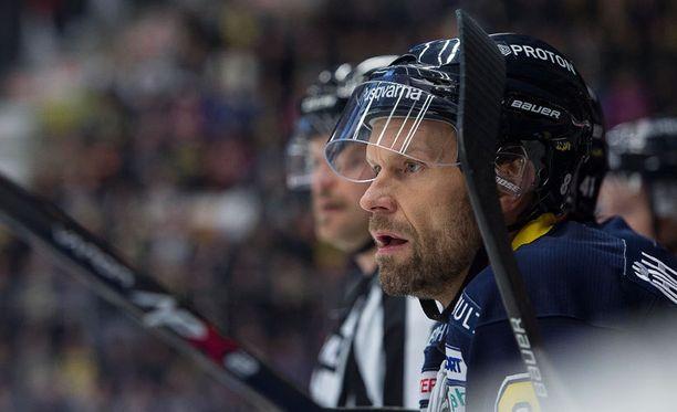 Jere Karalahden debyytti Ruotsissa ei olisi voinut sujua paremmin.