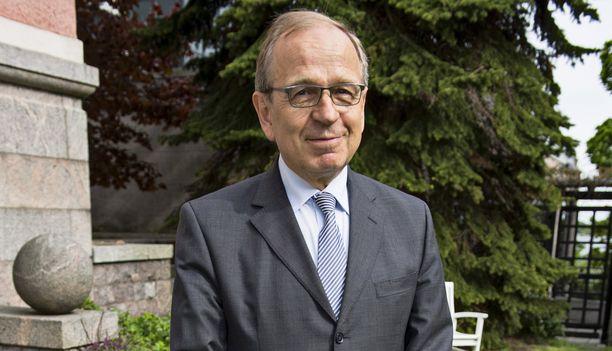 Suomen pankin entinen pääjohtaja Erkki Liikanen on ainoa suomalainen, joka on kutsuttu mukaan Bilderberg-kokoukseen. Suomen pankista viime vuonna eläkkeelle jäänyttä Liikasta on pidetty vahvana ehdokkaana Euroopan keskuspankin johtoon.