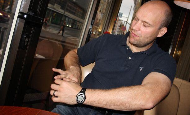 Fredrik Norrena torjui Kazanille KHL-historian ensimmäisen mestaruuden - sormi murtuneena. Norrena pelasi maajoukkueurallaan viisi MM-turnausta ja oli mukana Torinon olympiahopeajoukkueessa.