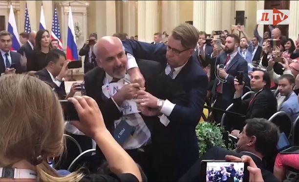 Sam Husseini poistettiin Trumpin ja Putinin tiedotustilaisuudesta viikko sitten maanantaina.