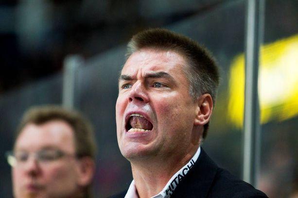 Raimo Helminen on äänekäs vaihtopenkin takana.