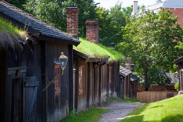 Luostarinmäen käsityöläismuseon taloja.