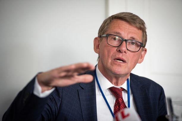 Valtiovarainministeri Matti Vanhanen (kesk) kertoi maanantaina, miten Suomi käyttää EU:n elpymisvälineestä tulevat rahat. Arkistokuva viime heinäkuulta.