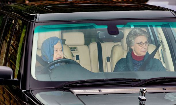 Autoilu on kuningatar Elisabetille rakas harrastus.