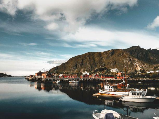 Ballstadin kalastajakylä sijaitsee Lofooteilla.