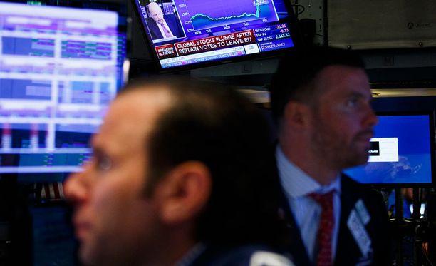 New Yorkin pörssikurssit laskivat jo perjantaina Britannian äänestettyä itsensä ulos EU.sta. Pohjois-Euroopan pörssit avautuvat tänään ensimmäistä kertaa Brexit-tuloksen jälkeen.